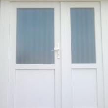 Vchod bytového domu v Tešedíkove